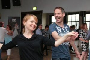 csm_Glueckliches-Paerchen-Beim-Tanzen-01_db9ddaf416