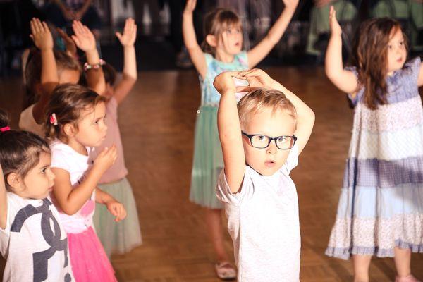 csm_Kinder-machen-Tanzuebungen-nach_11b6d210ae