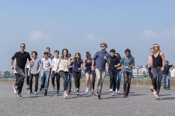 csm_Roman-Frieling-und-Co-tanzt-mit-Jugendlichen-am-Rhein-Duesseldorf-1_a4dcd07ae3