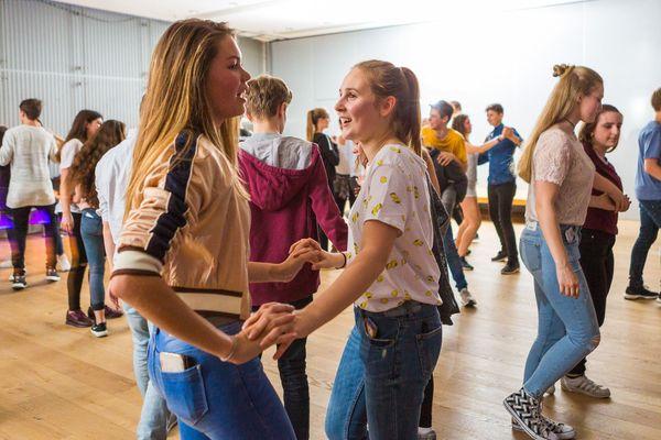 csm_Teenager-ueben-neue-Tanzschritte-im-stilwerk_97ba56a4af